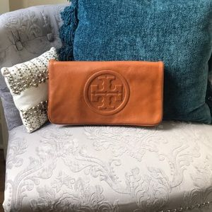 Tory Burch Bombe Reva Clutch in Tan